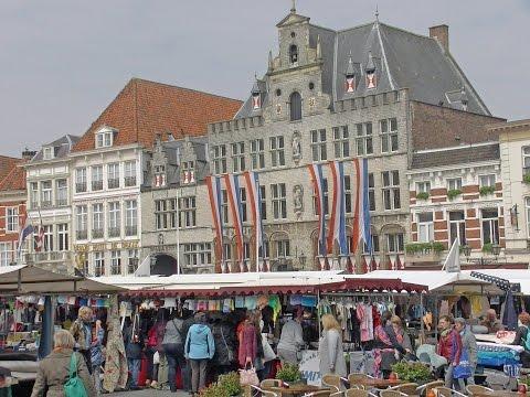 Stoffenmarkt in Bergen op Zoom trekt veel belangstelling.