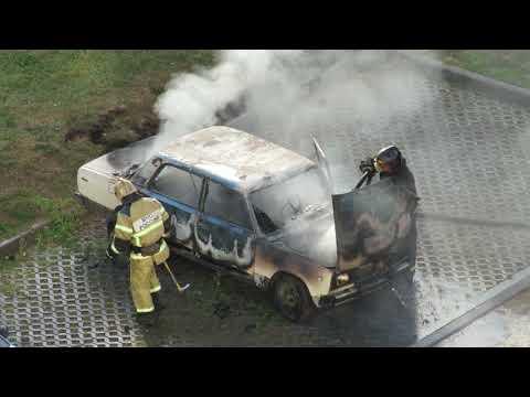 Пожар. Автомобиль ВАЗ на парковке Совхозной ул. Химки, Левый берег.