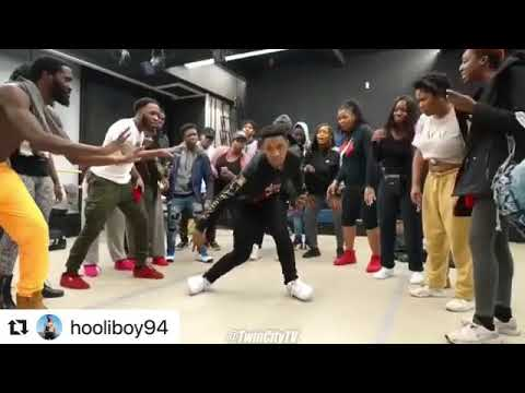 "@HOOLIBOY94 Dancing to ""Secure the Bag"" by Martinsfeelz Ft. Falz"