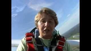 Полетайте со мной - пилотаж на планере | Girl gliders aerobatics