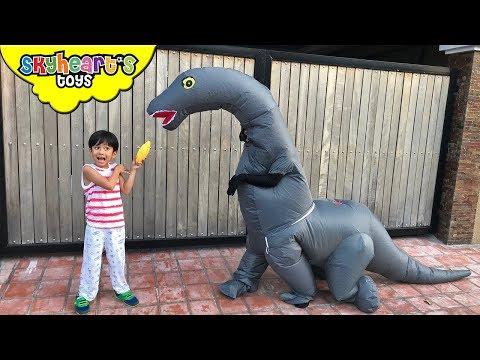 We found a BRACHIOSAURUS! Skyheart Trex Army Sword battle dinosaurs for kids