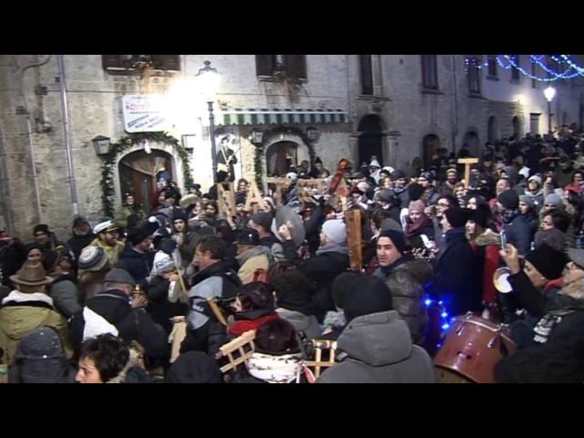 Gambatesa 31-12-2016: brindisi in piazza -  fuochi d'artificio