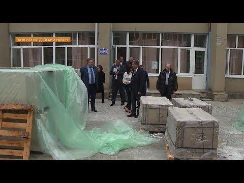 В селе Красногвардейском продолжается ремонт районного дома культуры.