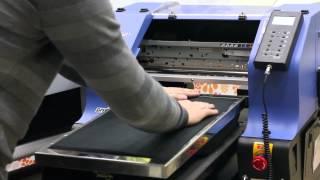 Текстильный принтер Vivid Tex Pro -  прямая печать на  темных и цветных тканях ( на футболках )(Прямая печать на цветных и темных футболках возможна! Видео демонстрирует весь процесс подготовки и печати..., 2014-12-06T18:51:31.000Z)