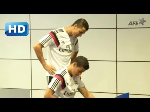 Cristiano Ronaldo spy on James Rodríguez during Vote For World XI