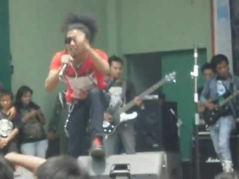 chigah sato-stop penggusuran( live@punk core armed 4 cimahi )