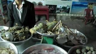 Vietnam - Nha Trang - Picking my Lobster for Dinner.avi