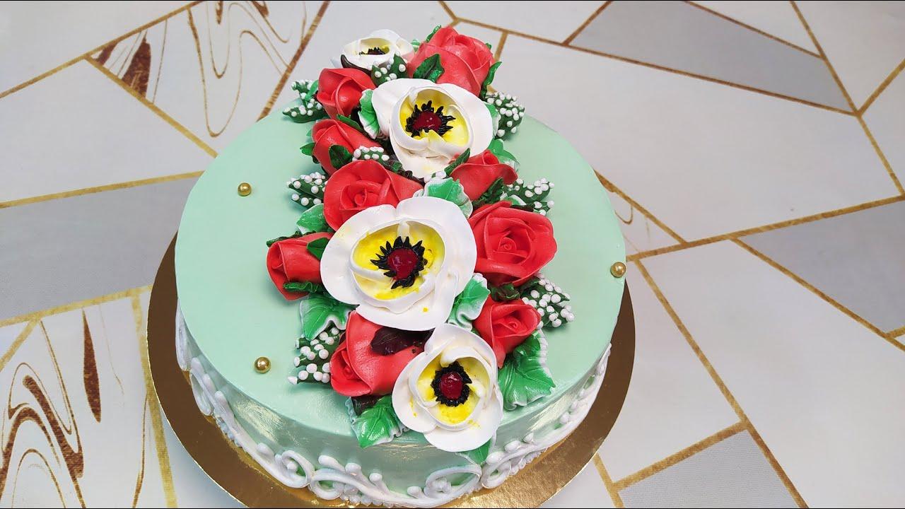 Торт Сникерс с красивыми розами и новым цветком