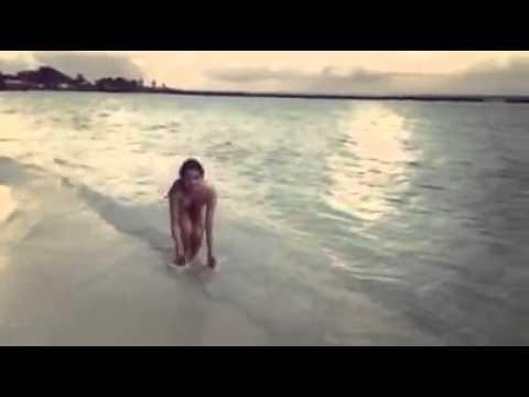 Ngọc Trinh tung clip mặc bikini gợi cảm - doanhnhandulichviet.com