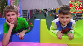 ВЛОГ Игорь и Богдан в Развлекательном Центре для Детей участвуют в Квесте