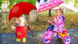Nastya 그녀의 인형은 빗 속에서 놀고 싶어