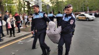 Ոստիկանությունը ուժի կիրառմամբ հեռացրեց ակտիվիստներին Ֆրանսիայի հրապարակից