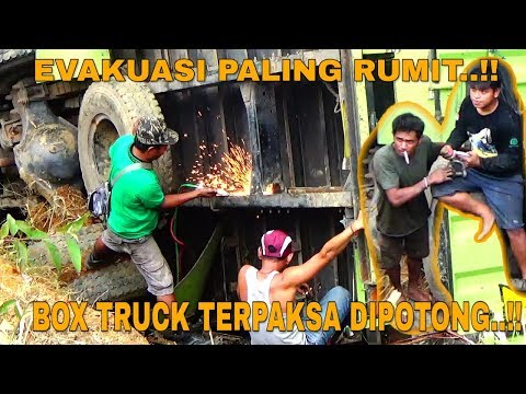 EVAKUASI TRUCK LAMPUNG PALING RUMIT!!BOX TRUCK TERPAKSA DIPOTONG