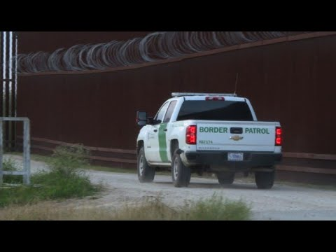 US: Officers patrol the border with Mexico