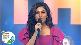 watch-singer-tulsi-kumar-performs-teri-ban-jaungi-at-banega-swasth-india-campaign