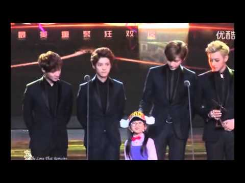 [FANCAM] 131206 EXO China-line + little girl kissing @ Top Chinese Billboard Music Awards