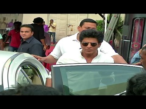 Shah Rukh Khan's GRAND Dinner Party For Apple CEO Tim Cook At Mannat - Aamir , Big B & Aishwarya