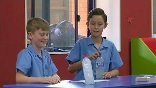 Переворачивание бутылки в Австралии используют для обучения (новости)