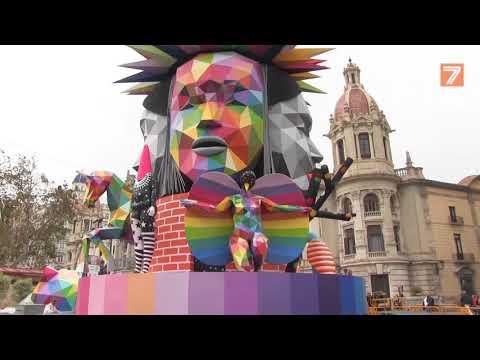 Geomentrías y colores, el gran reclamo de la Falla de la Plaza del Ayuntamiento