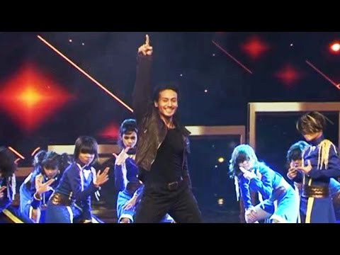 Tiger Shroff promotes Flying Jatt at Dance Plus 2, watch video