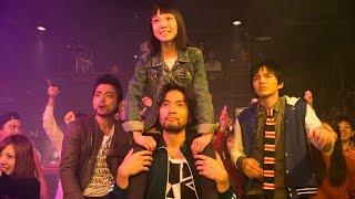 ビジュアル系ロックバンド「Dying High」のボーカル・丸崎(山中崇)は...