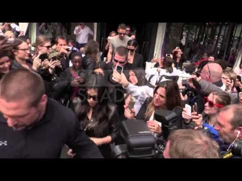 Scott Disick Kim Kardashian and Kourtney Kardashian at the l&39;Avenue restaurant