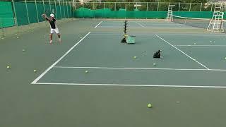 포구기(볼머신)로 테니스 포핸드 연습