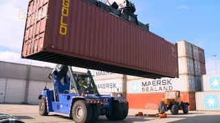 Zobacz jak transportuje się samochody ciężarowe! [Maszyny wagi ciężkiej]