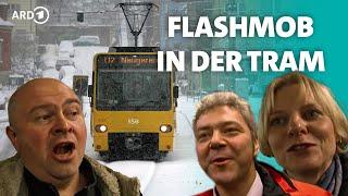 """""""O du fröhliche"""" - Flashmob in der Straßenbahn Stuttgart - Hautnah Heiligabend - SWR"""
