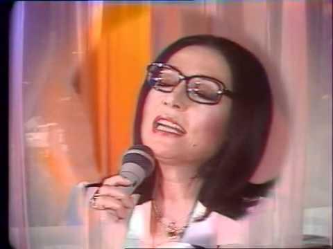 Nana Mouskouri - L'amour en héritage - Champs Elysées 16th March 1985