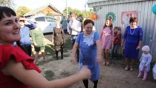Вот так танцуют на деревенской свадьбе!