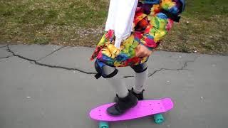 Урок вождения на лонгборде / скейтборде . как научится за первый даны котаться .