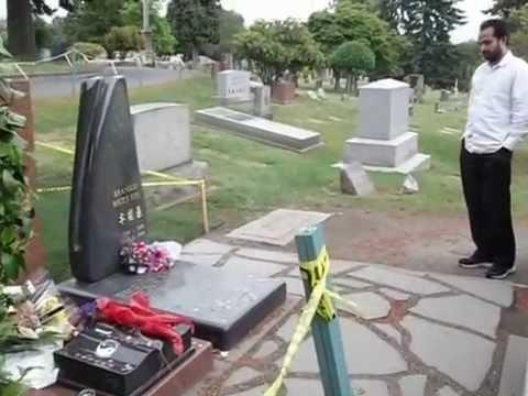 Am Grab Von Bruce Lee In Seattle Youtube