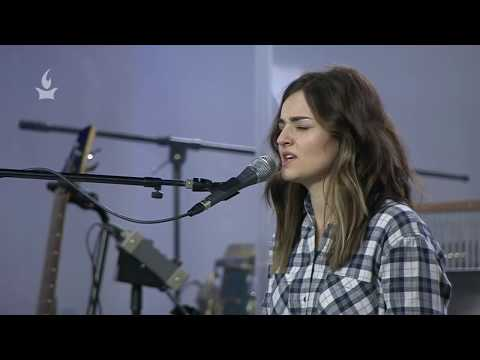 Lauren Alexandria & Misty Edwards worship with the word
