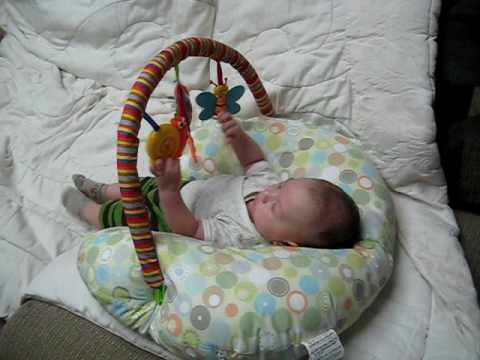 Mi bebe de dos meses jugando y hablando youtube - Tos bebe 2 meses ...