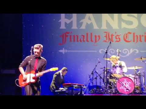 Hanson - at Christmas (finally it's Christmas tour 2017) Manchester