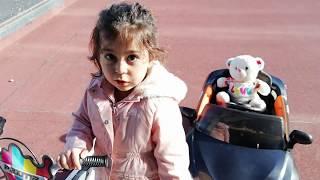 Ayşe Ebrar Scooter ile Akülü Arabalı Ayıcık İle Yarış Yaptı.