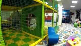 Детская площадка в магазине игрушек. Играем с Little Варя.