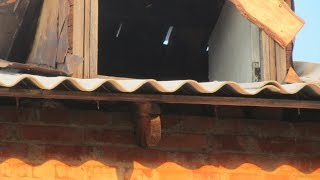 Как делает шиферные крыши ЖКХ-60 Харьков . Гоните в три шеи !!!-1я часть.(Как делает шиферные крыши ЖКХ - 60 Харьков. Гоните в три шеи!!! -1я часть ., 2016-07-24T01:20:15.000Z)