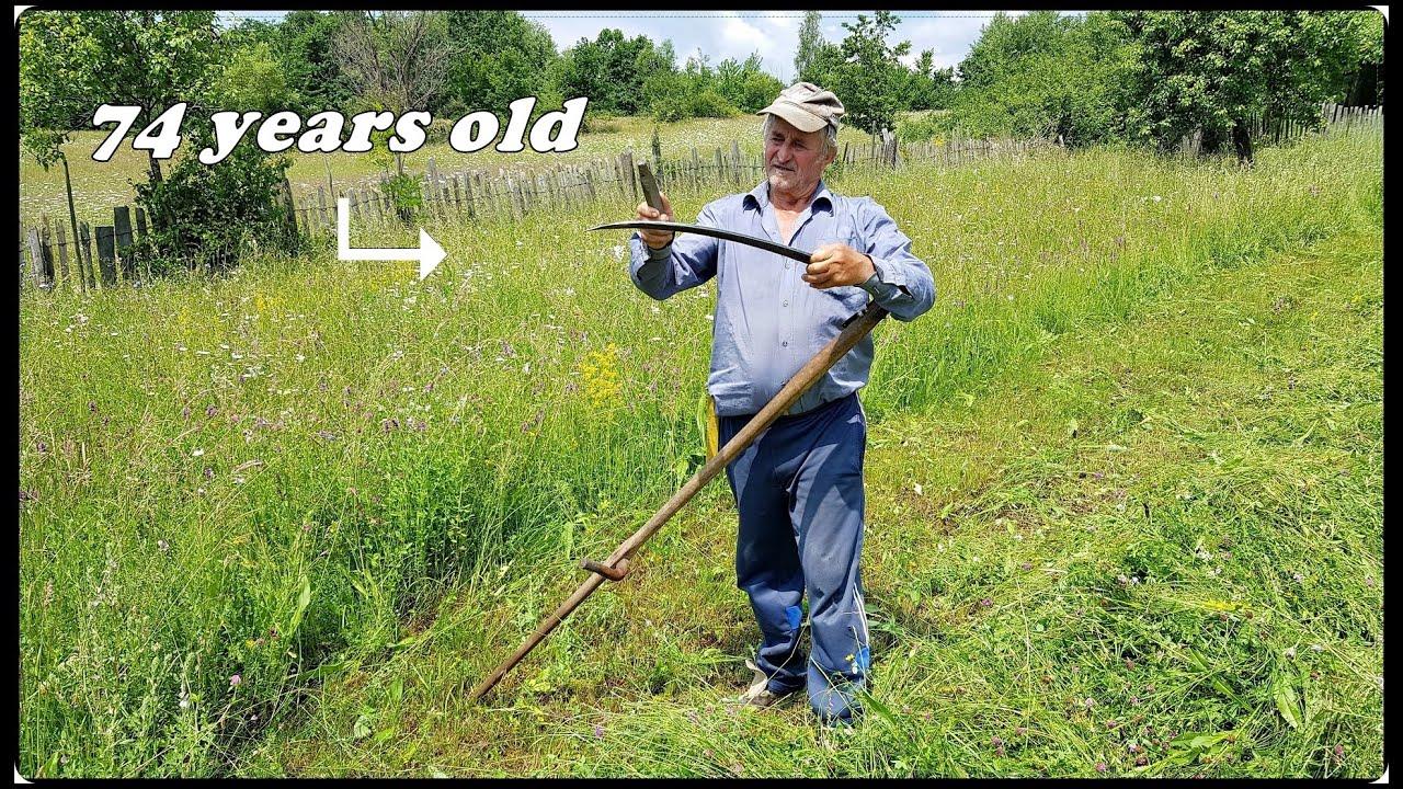 Titi 74 de ani - cu coasa de mana