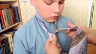 видео Как завязать детский галстук