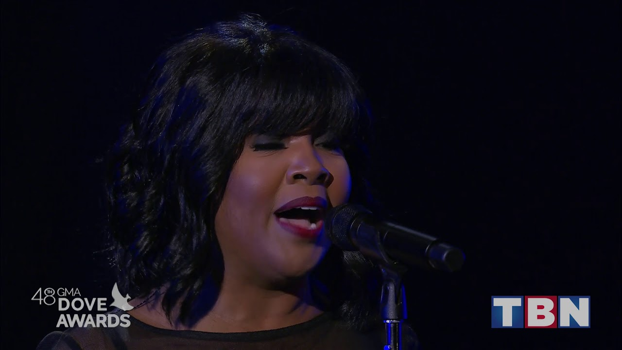 """Cece Winans Performs """"Never Have To Be Alone"""" 