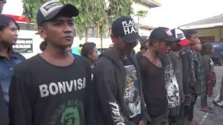 LUCU!! ANAK PUNK SALAH MENYANYIKAN LAGU INDONESIA RAYA SAAT DIHUKUM SATPOL PP