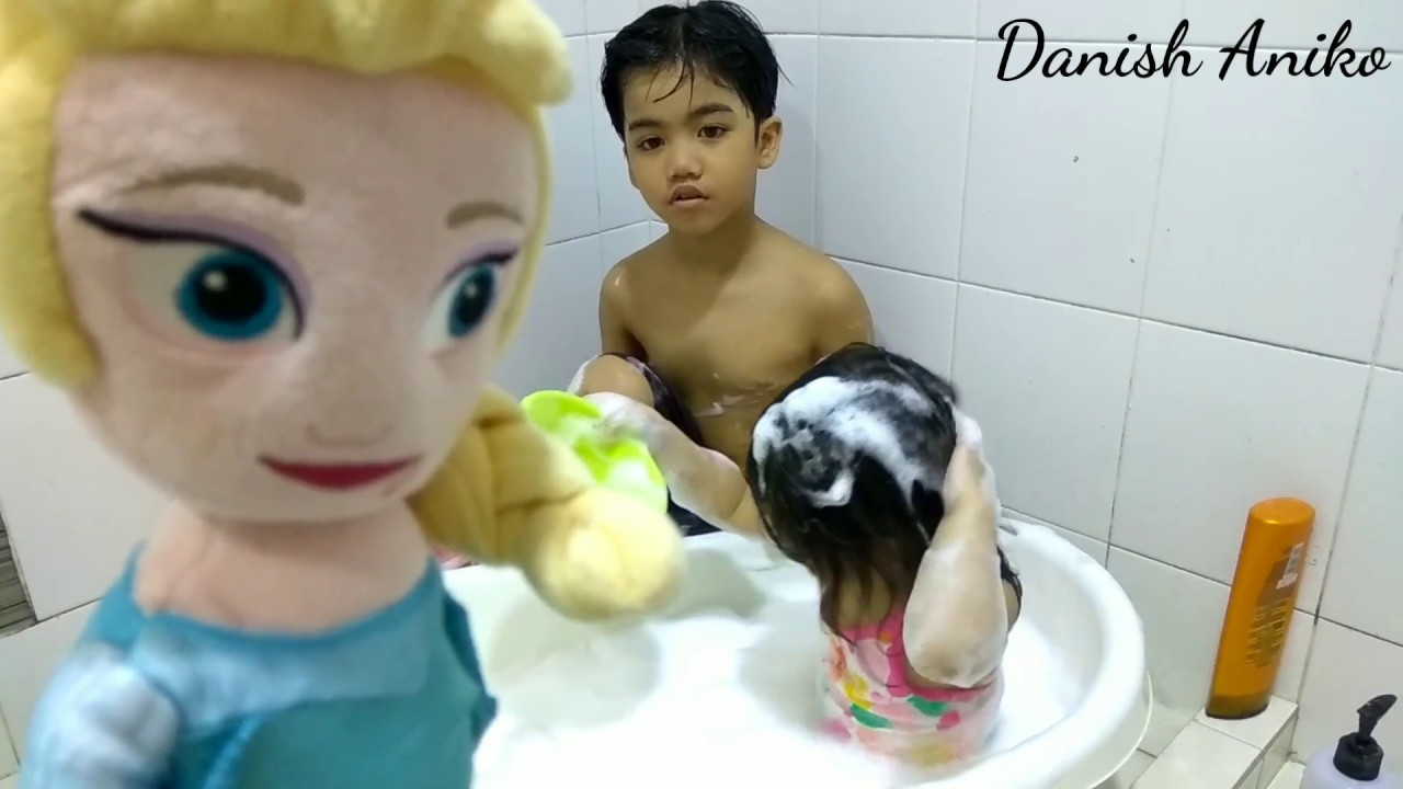 Kids Playing With Bubbles and Foam in the Bathtub | The Bath Song ...