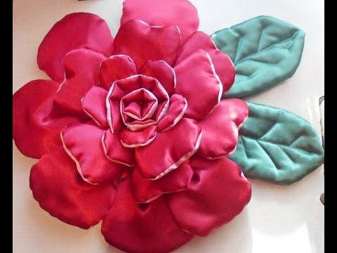 Декоративная подушка роза