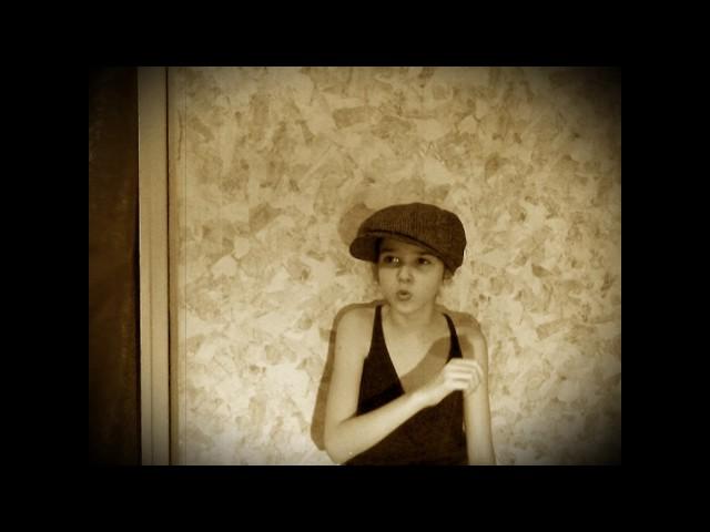 Изображение предпросмотра прочтения – ВалентинаХаликова читает произведение «Мальчишкой» В.В.Маяковского