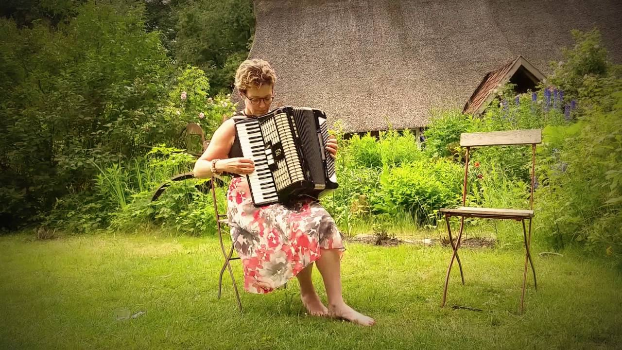 hohner piano accordion for sale played by karen tweed youtube. Black Bedroom Furniture Sets. Home Design Ideas