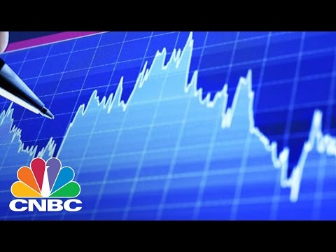 Dow futures drop 500 points on Trump trade threats