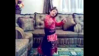 بنت صغيرة ترقص - little girl dancing