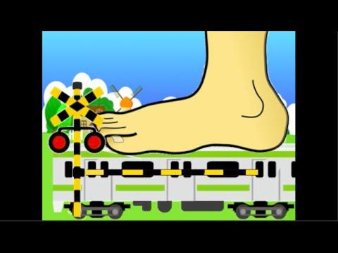 電車 踏切 踏みつぶされる電車 railroad crossing